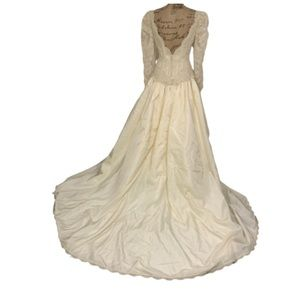 Vintage cream lace beaded backless wedding dress